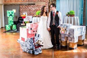 Minecraftの舞台を見事に再現!みんなで協力してつくりあげた結婚式の舞台をご紹介!