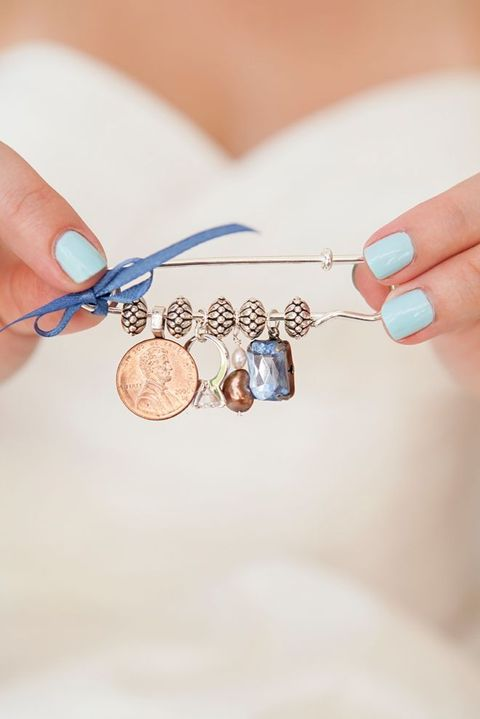 11-a-pin-with-a-coin-a-ring-a-pearl-and-a-blue-stone-a-blue-bow-to-decorate-your-dress