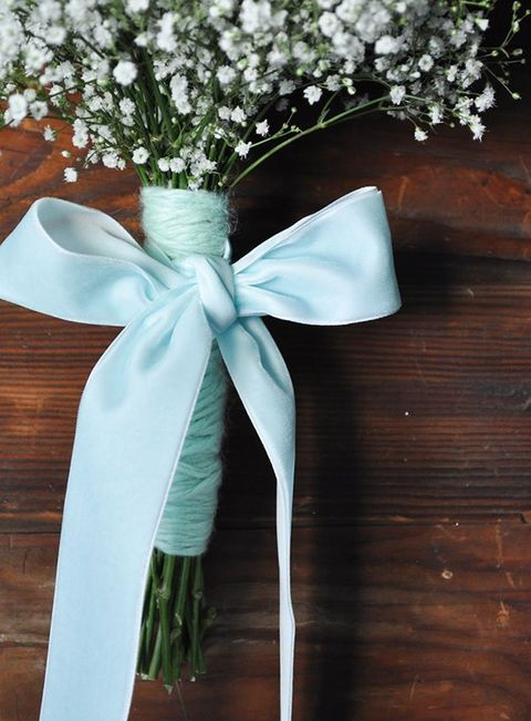 34-a-tiffany-blue-yarn-bouquet-wrap-and-a-ribbon-bow-look-heavenly-with-babys-breath