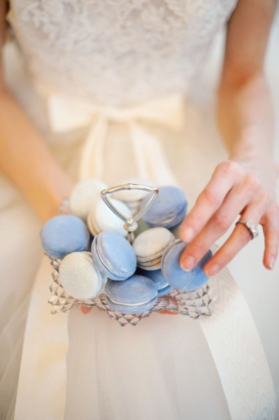 french-macarons-pantone-serenity-dusty-blue-wedding-dessert-399x600
